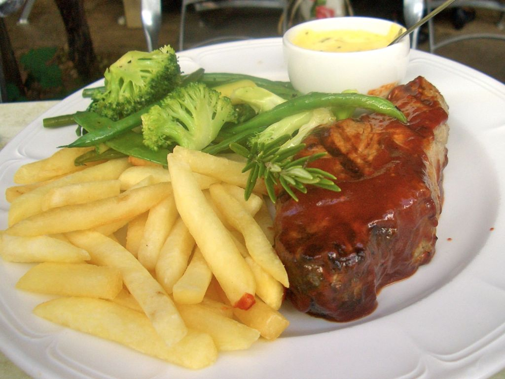 The classic combo of sirloin, chips and bernaise sauce