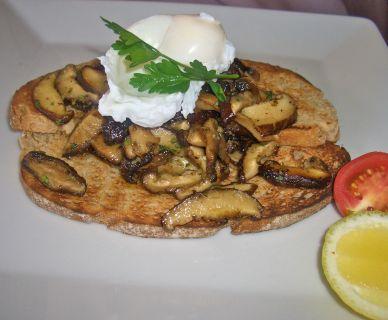 Flavoursome mushrooms with plenty of garlic