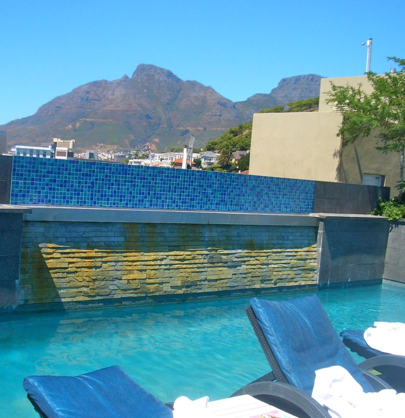 The view across the pool towards Table Mountain