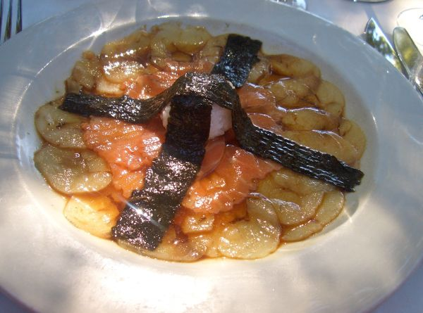 Carpaccio de pesce. Thinly sliced raw fish with a soya sauce, red wine vinegar, sesame oil and ginger dressing served with seaweed and sticky rice