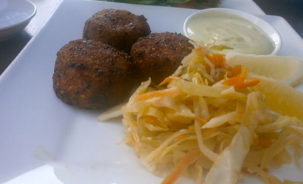 Fish cakes with Asian-style slaw