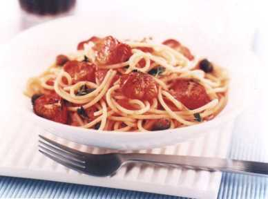 Spaghetti with tomatoes and chilli