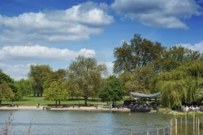 6980329-the-serpentine-lake-in-hyde-park-london