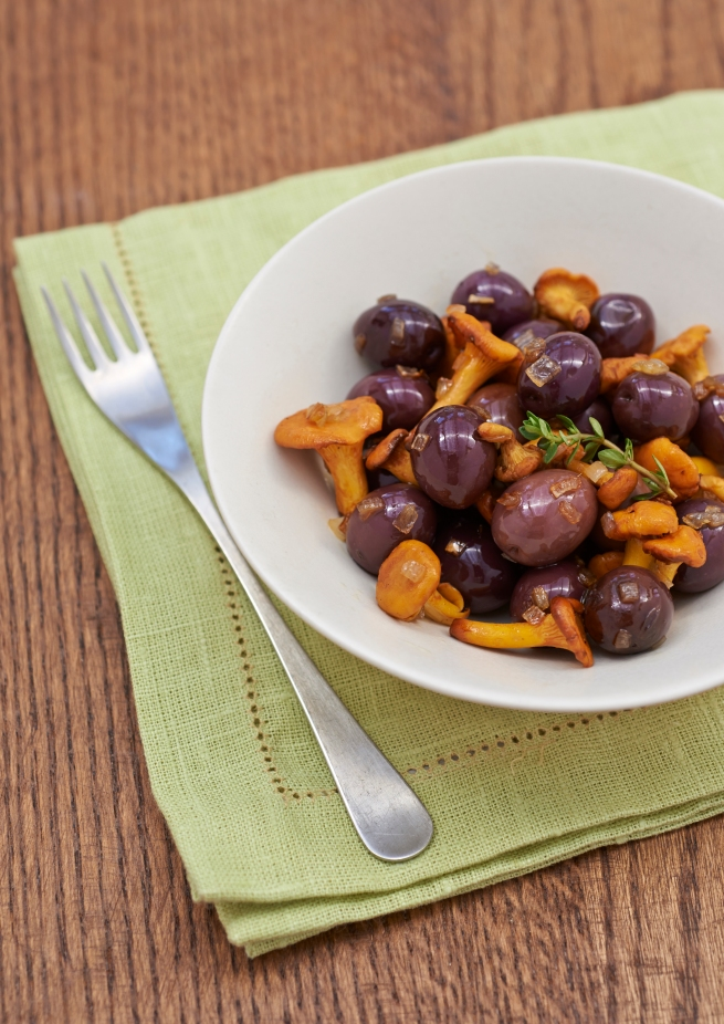 Sauteed girolles, black olives and thyme
